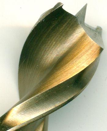 Die Schneide des FAMAG Holzspiralbohrers HSS-G Premium Ø 13 mm