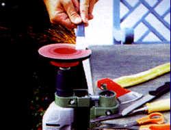 Werkzeuge stationär schärfen mit der Bohrmaschine
