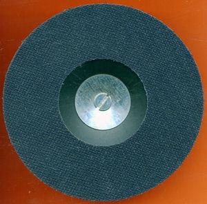 Herkömmlicher Gummiteller mit dem rictools Selbstklebenden Klettbelag in Ringform nachgerüstet