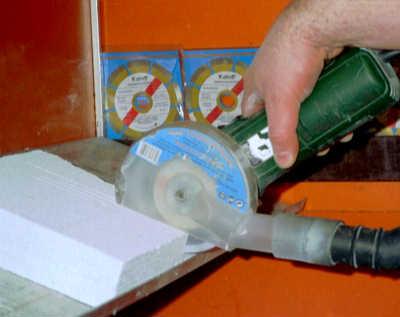Schneiden in Gasbeton mit der Kaindl Staubschutzhaube - Austritt
